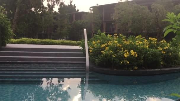 Luxus Hotelgarten mit Swimming pool
