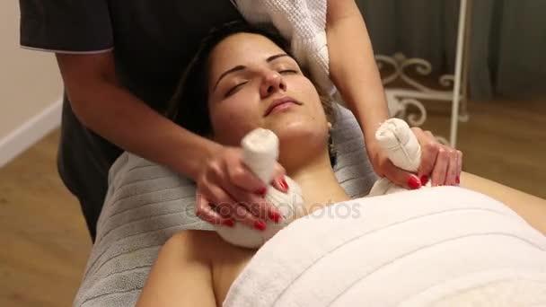 Bylinná masáž komprese koule