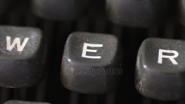 Zadání písmeno E klíč na klíčky od auta vintage