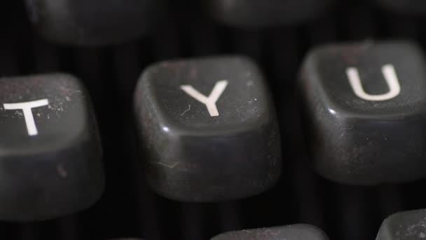 Zadání klíče písmeno Y na klíčky od auta vintage