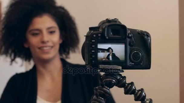 Schuss von Influencer shooting video-Blog oder vlog