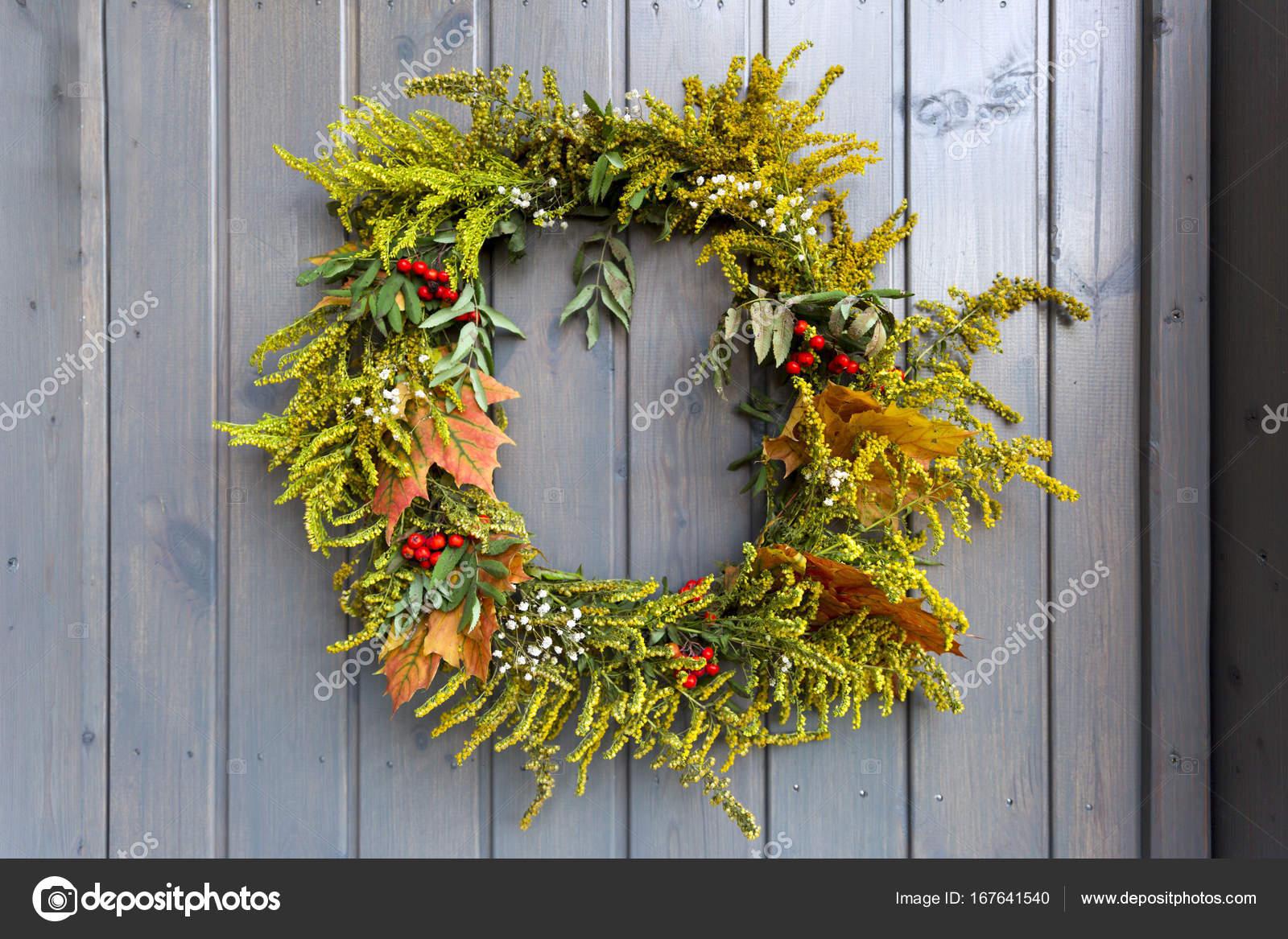 Herbst Kranz Dekorieren Haustur Stockfoto C Artursfoto1 167641540