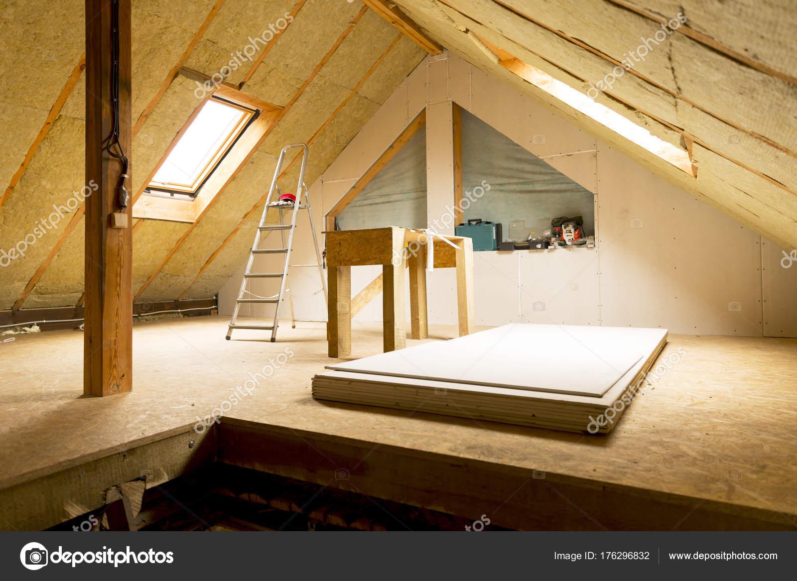Bezaubernd Dachboden Dekoration Von Unter Bau Mansarde Wandisolierung Mit Rock —