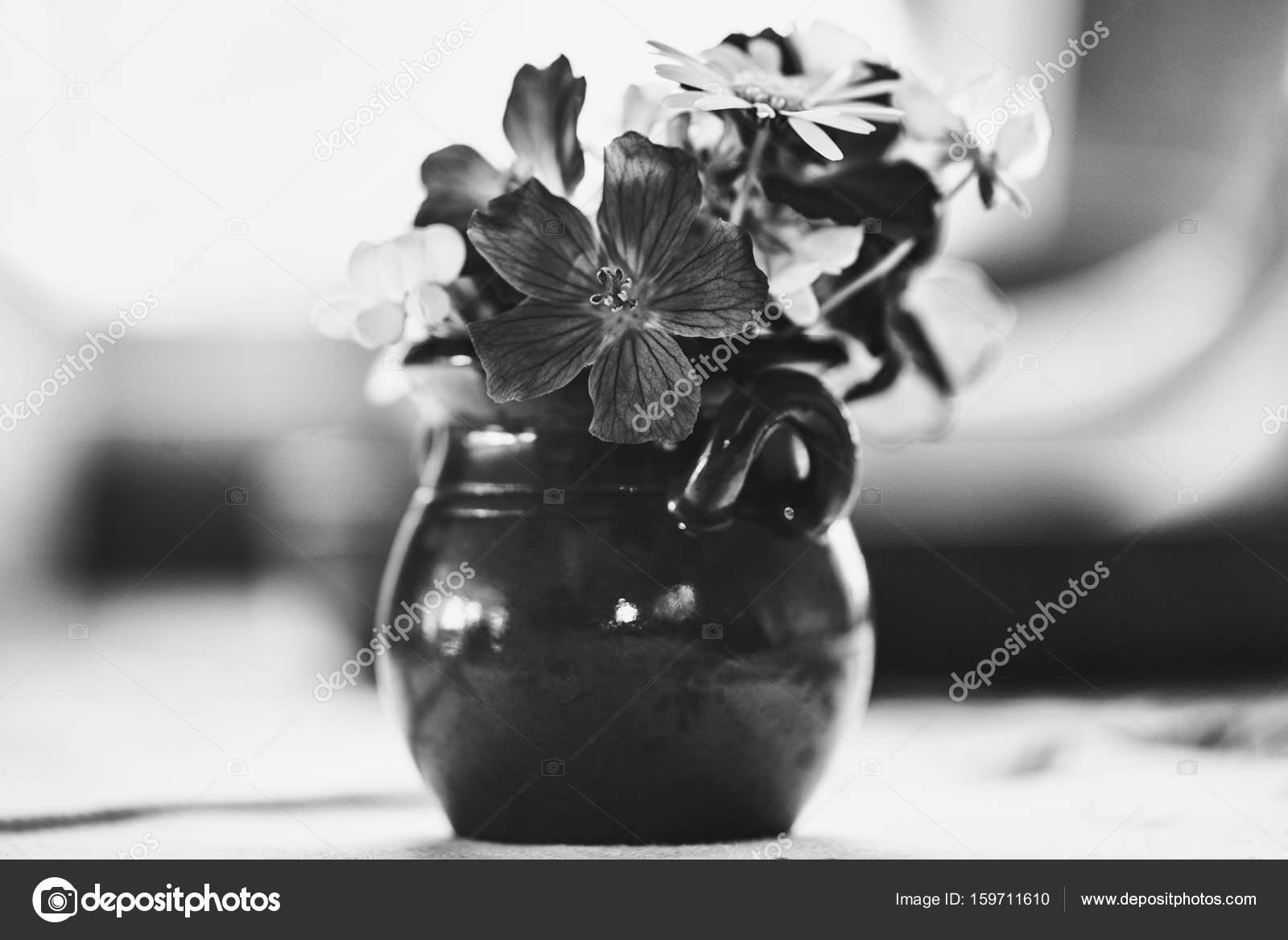 Petit Pot De Fleurs Decorative Avec Des Fleurs D Ete Petit En