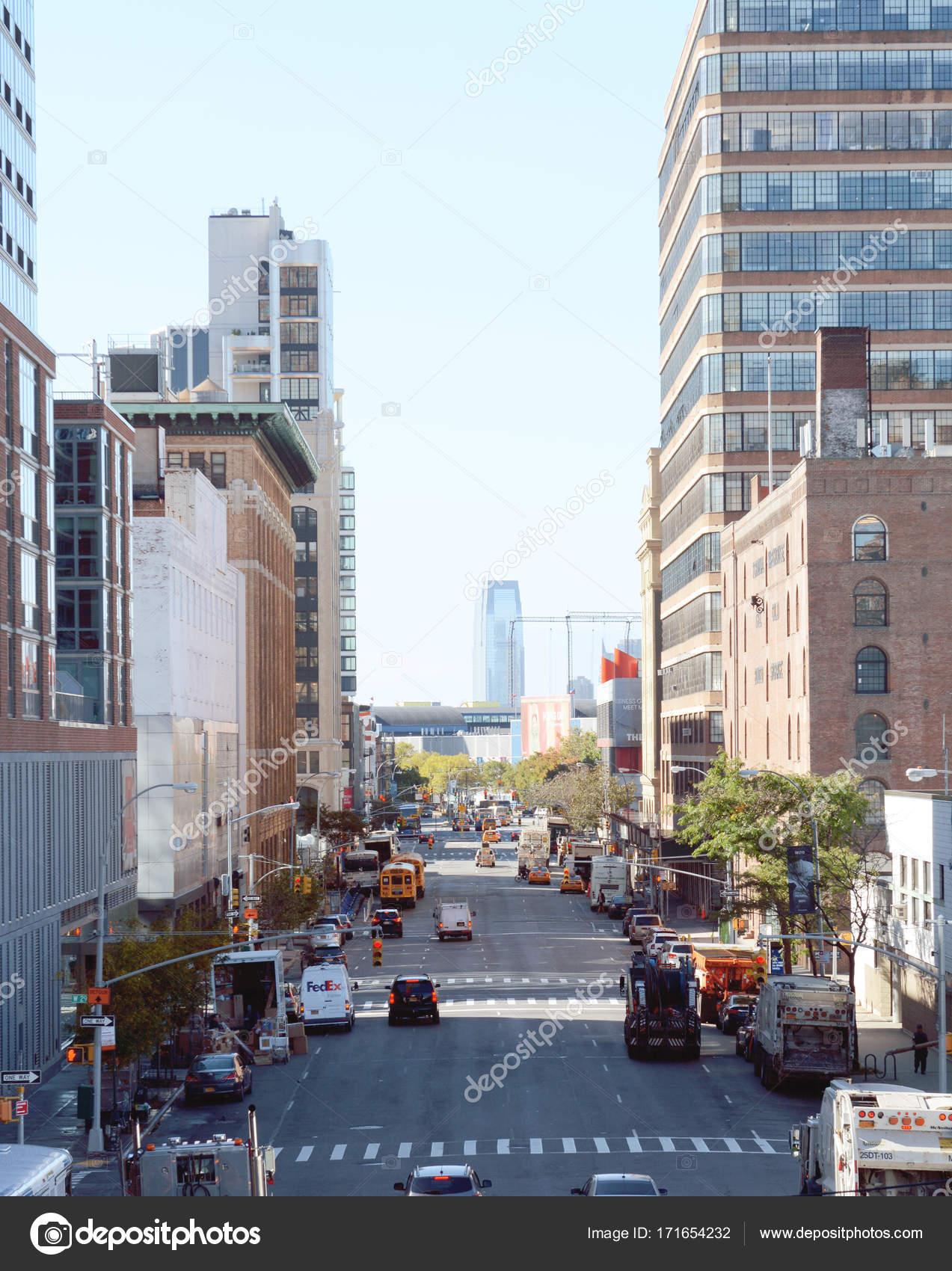 マンハッタンの 11 番街を南下を...