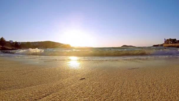 4k marine sunset on the beach - Tranquil idyllic scene of a golden sunset over the sea, waves slowly splashing on the sand, und full hd stock video