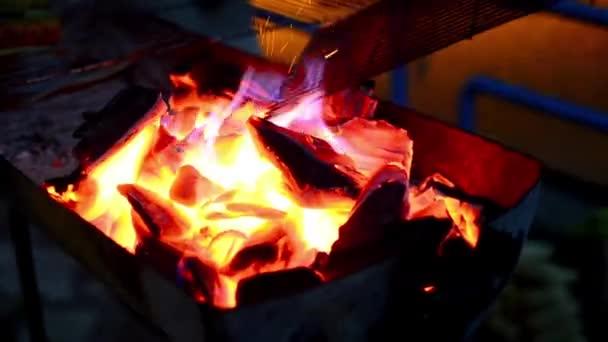 Grilovací uhlí ohniště