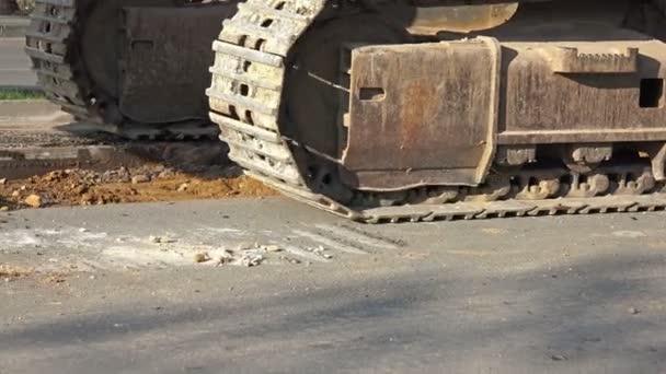 Detail průběžné sledování traktor bagr pracuje na staveništi
