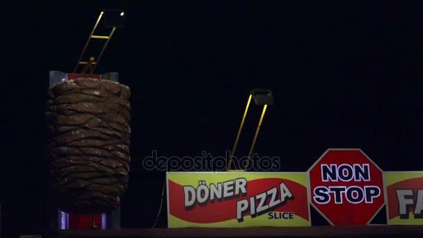 Inzerce tradiční a oblíbené dílny turecké jídlo v noci prodej půl chleba Döner Kebab pizzu zabalit Kebab Lahmacun Adana Kebab šíš Kebab a Kofta nebo turecké karbanátky