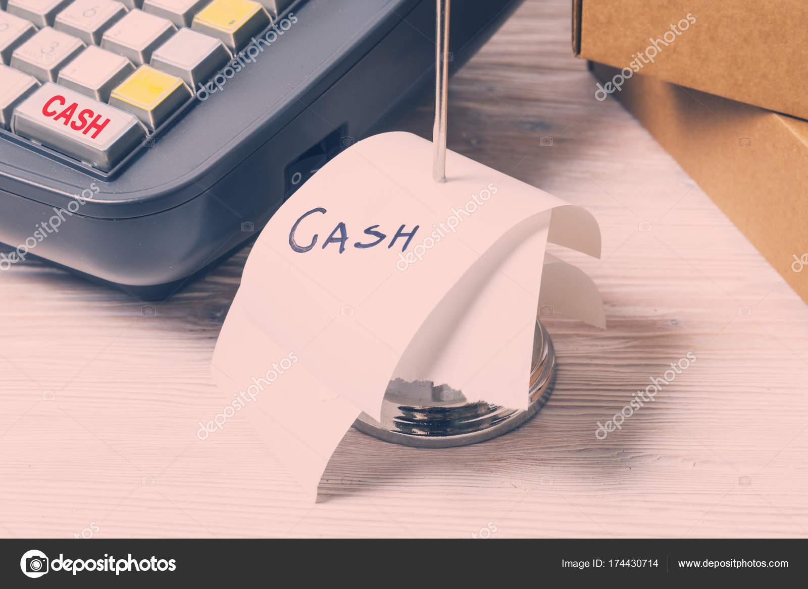 Elektronische Registrierkasse und Geldeingang — Stockfoto © Yumis ...