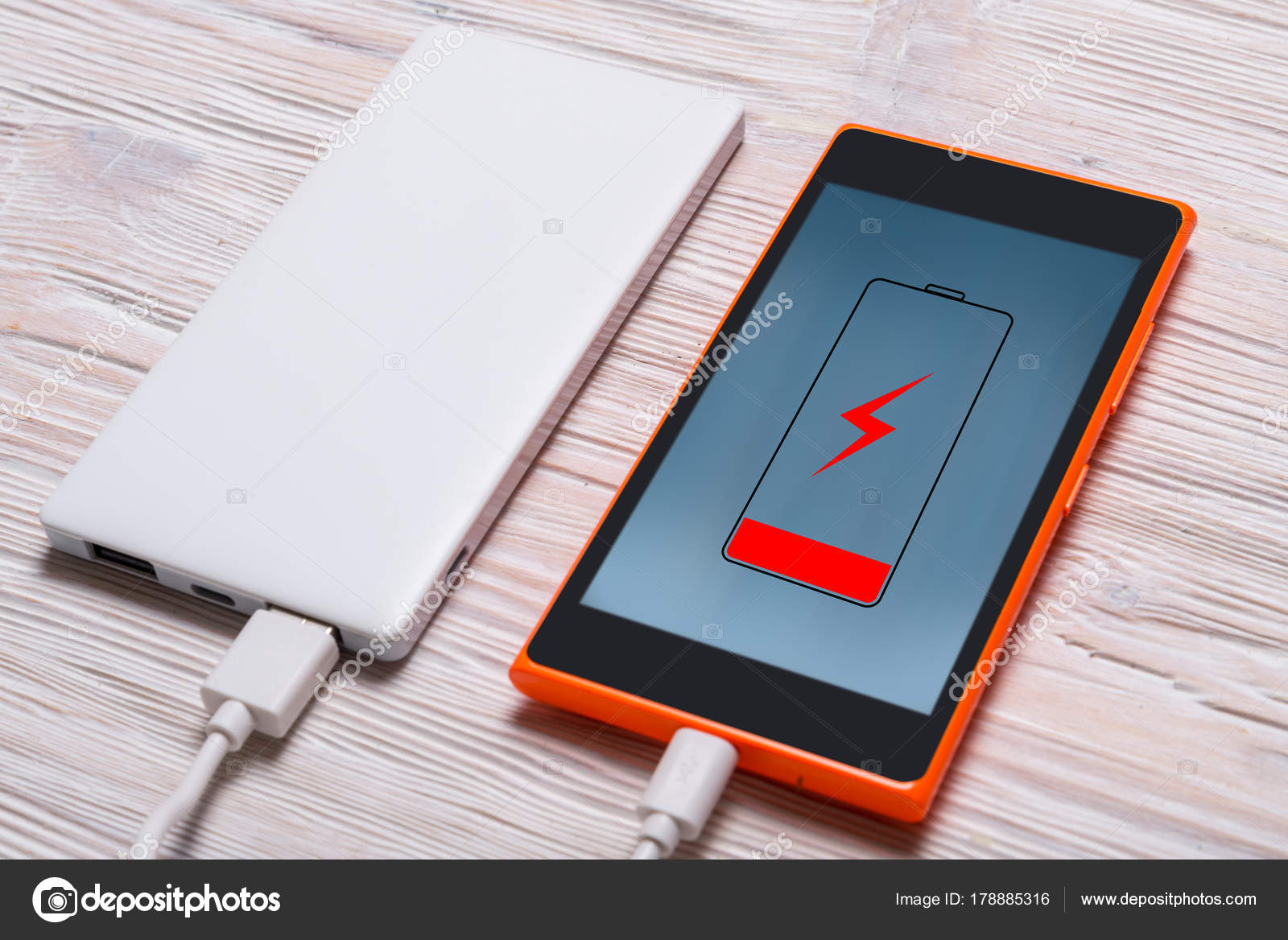 Beeindruckend Smart Bank Foto Von Power For Phone On Wood Background —
