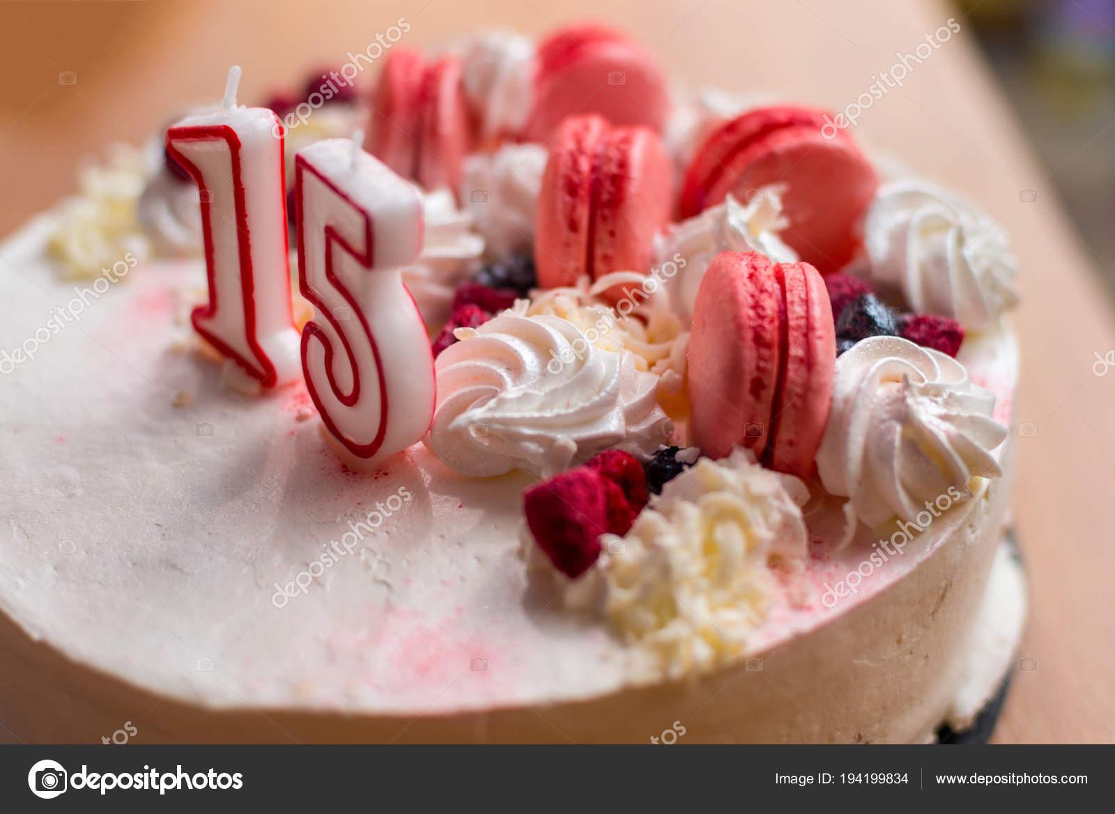 Torta Di Compleanno Per La Ragazza Di 15 Anni Foto Stock C Yumis