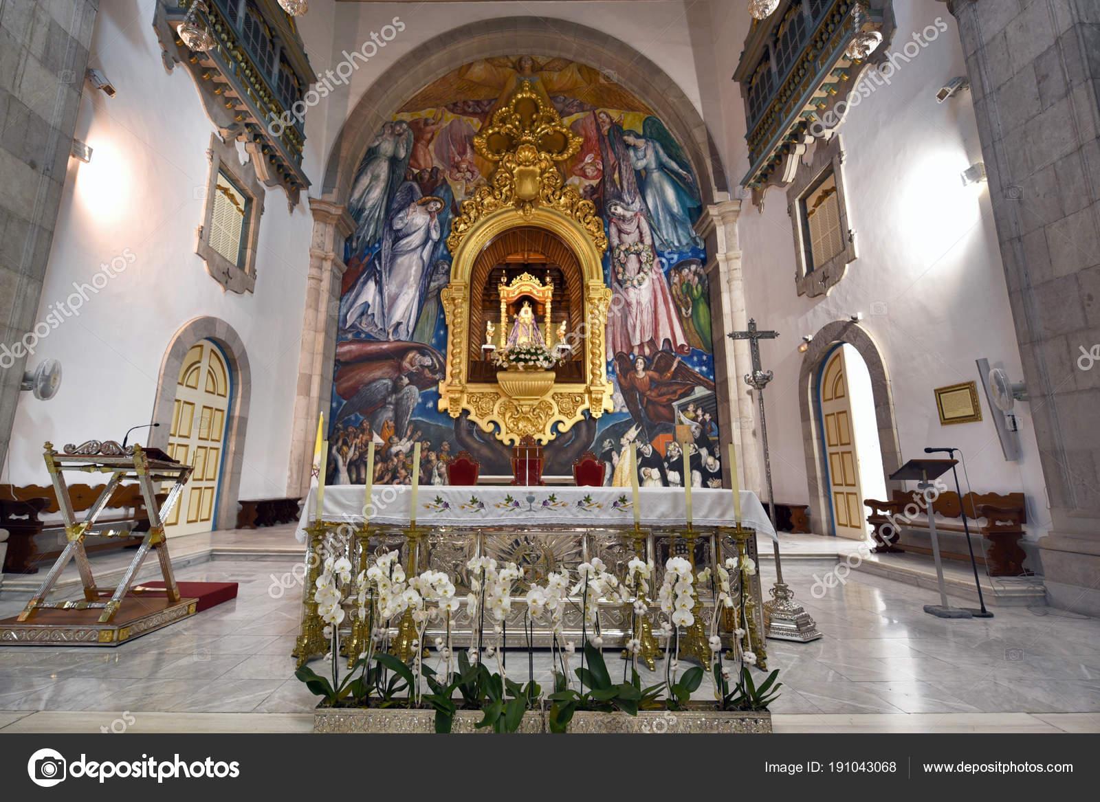 バシリカ デ ラ · カンデラリアとブラック マドンナ、カナリア諸島、スペインの守護聖人の神社のカンデラリア, スペイン - 2018 年 3 月 24 日: インテリア ビュー — ストック写真