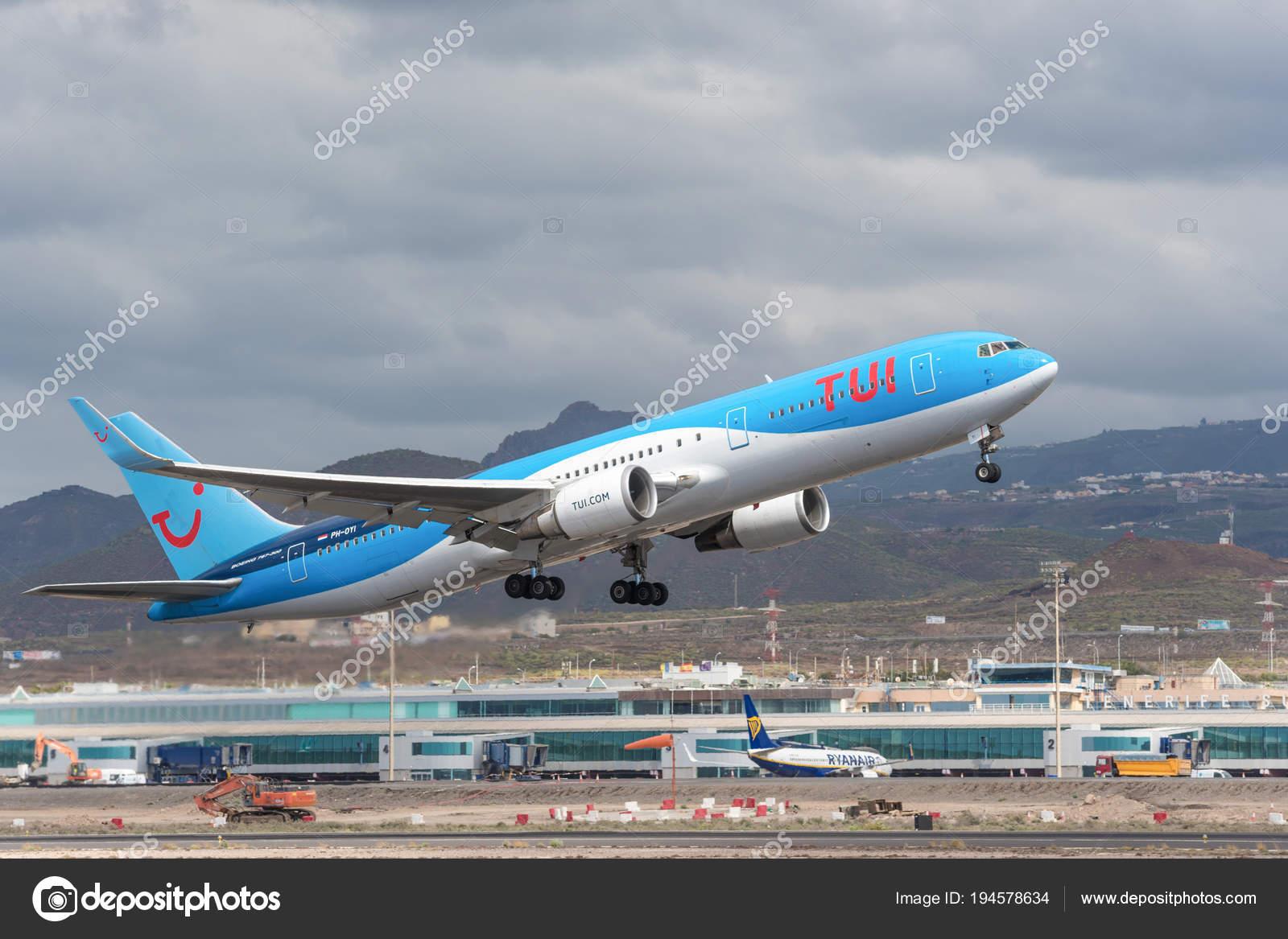 Aeroporto Tenerife Sud : Tenerife spagna 29 aprile 2018: tui boeing 767 300 in decollo