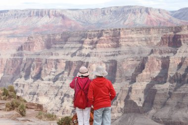 Pareja de chinos observando el Grand Canyon en Arizona, Nevada
