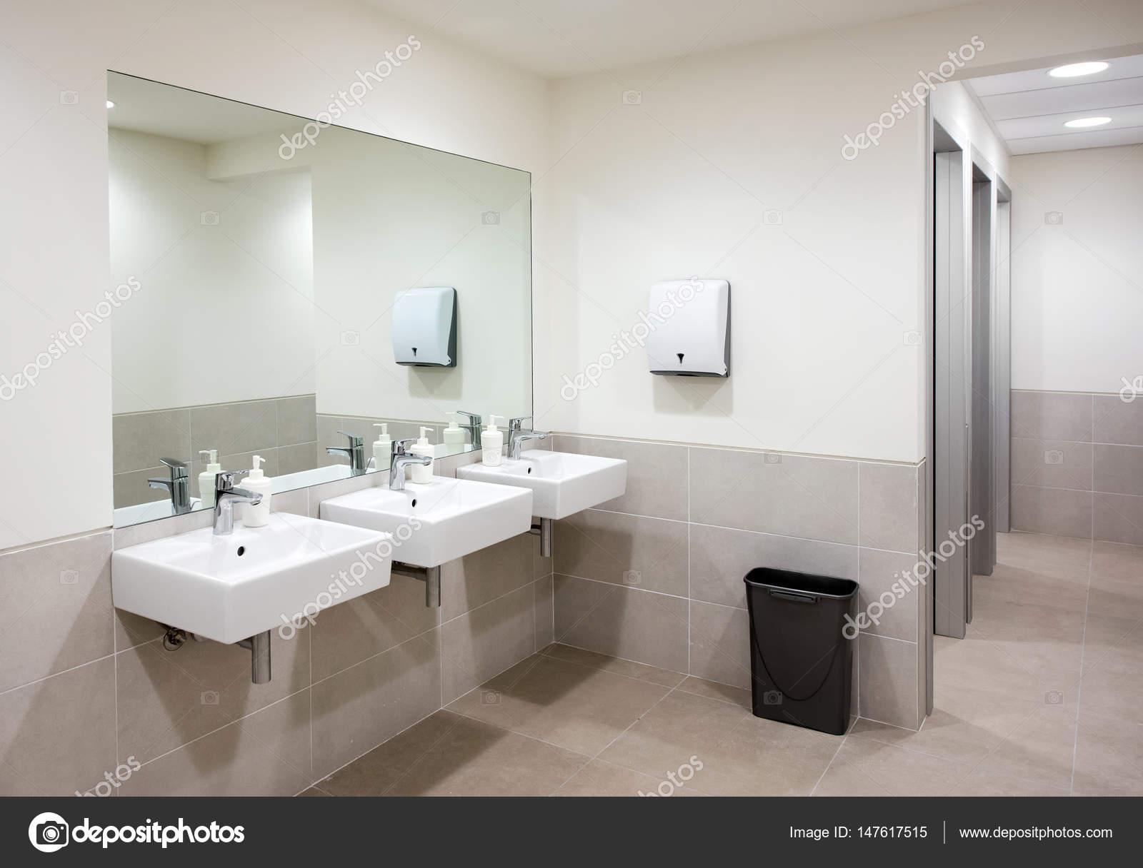 Meuble Salle De Bain Ebeniste ~ Salle De Bains Public Ou Toilettes Avec Lavabos Photographie