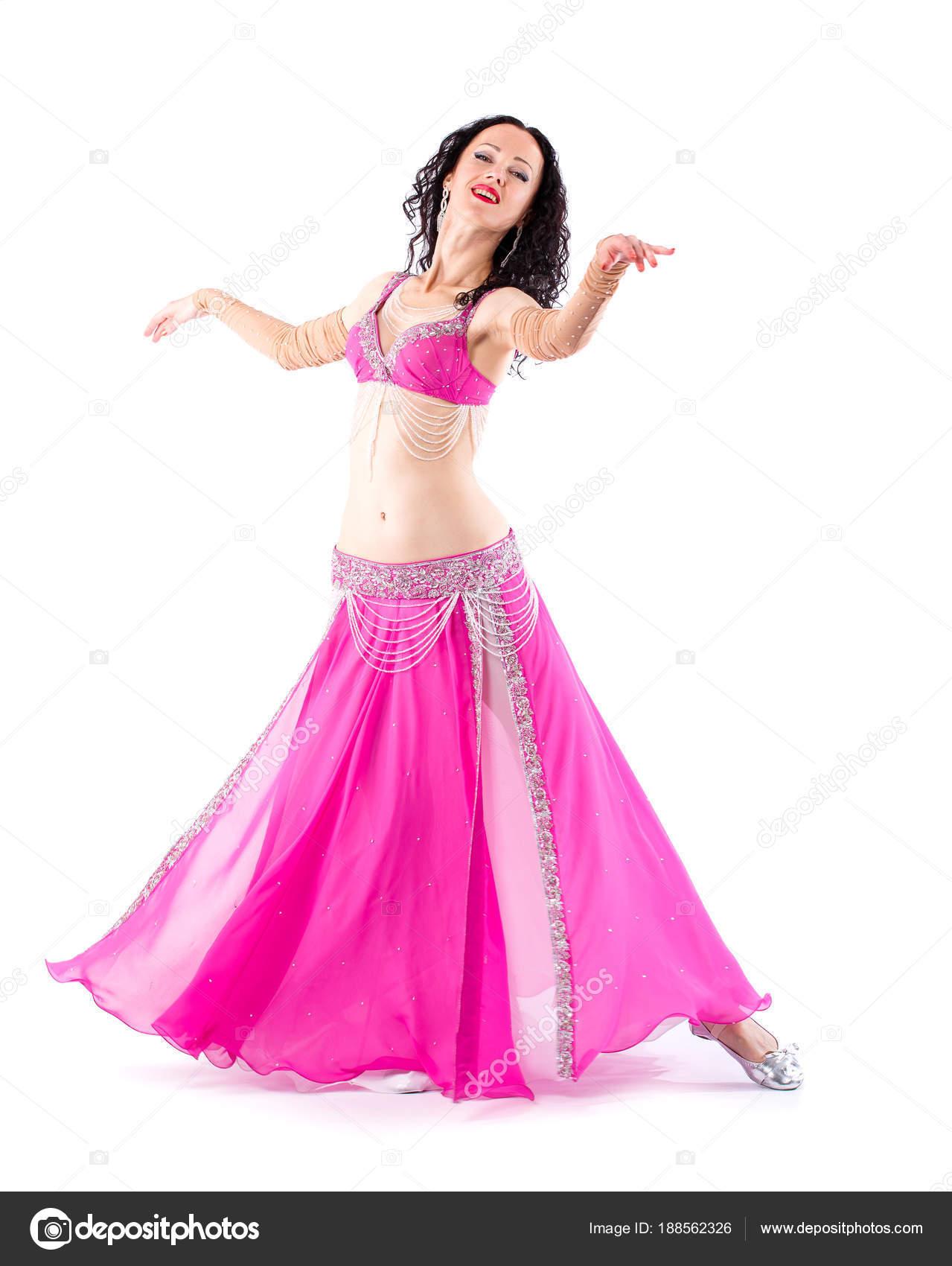 Chica morena bailarina con el pelo largo en traje oriental rojo ...