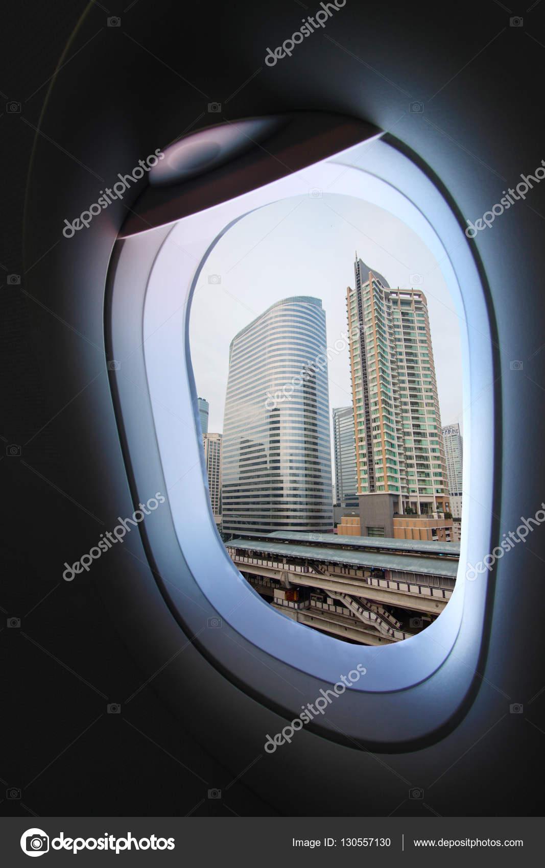 Flugzeugfenster Und Blick Aus Dem Flugzeug Irgendwo Flugzeugfenster ...