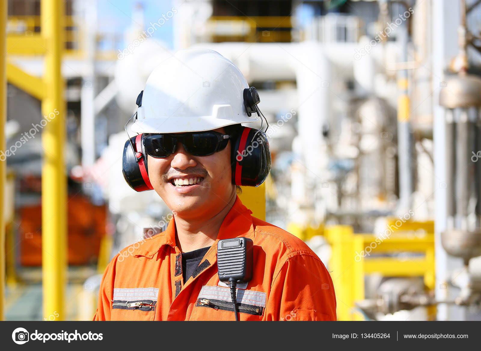 Operator Recording Operation Oil Gas Process Oil Rig Plant Offshore