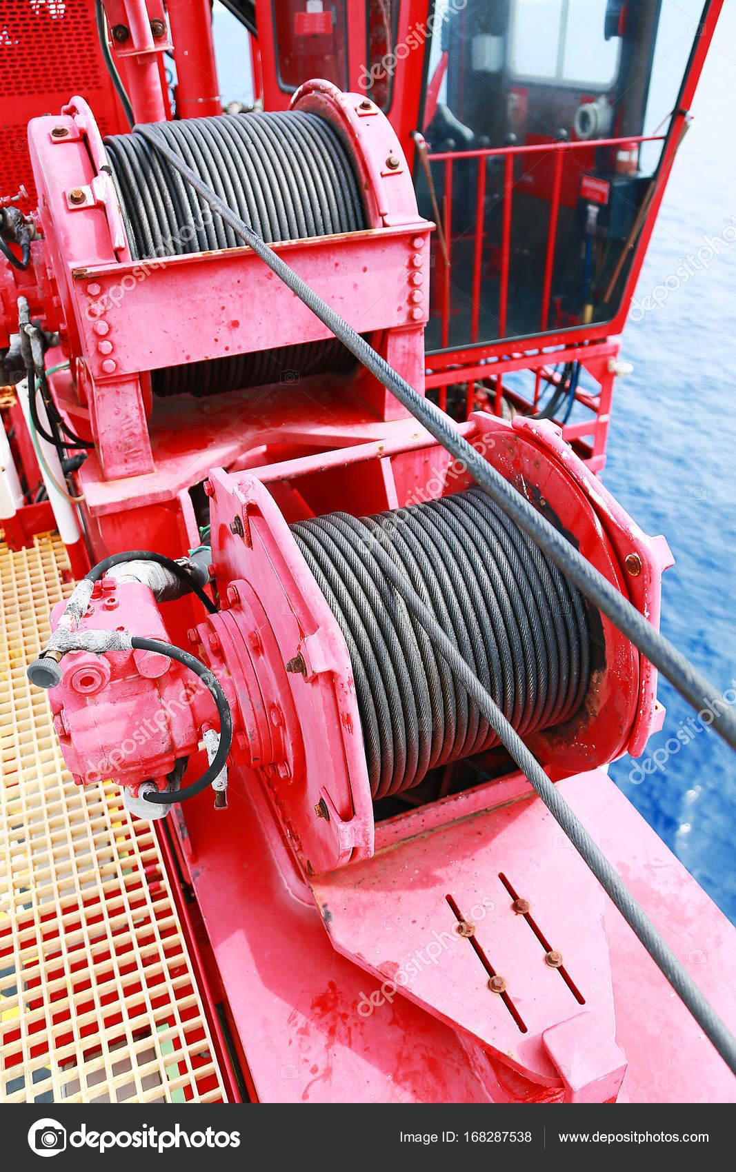 Unter Wartung Routinearbeit per Kran Operator oder Techniker, Fix ...