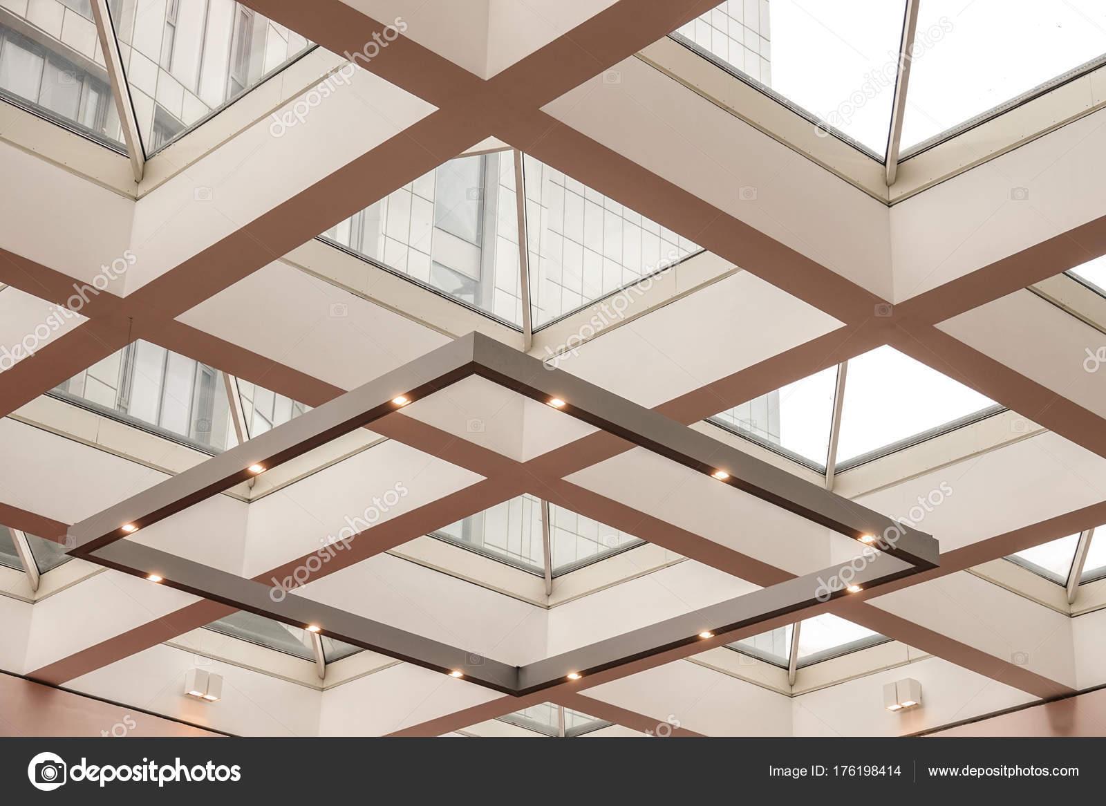 Gläserne Decke der Halle mit Beleuchtung — Stockfoto © ivanriver ...