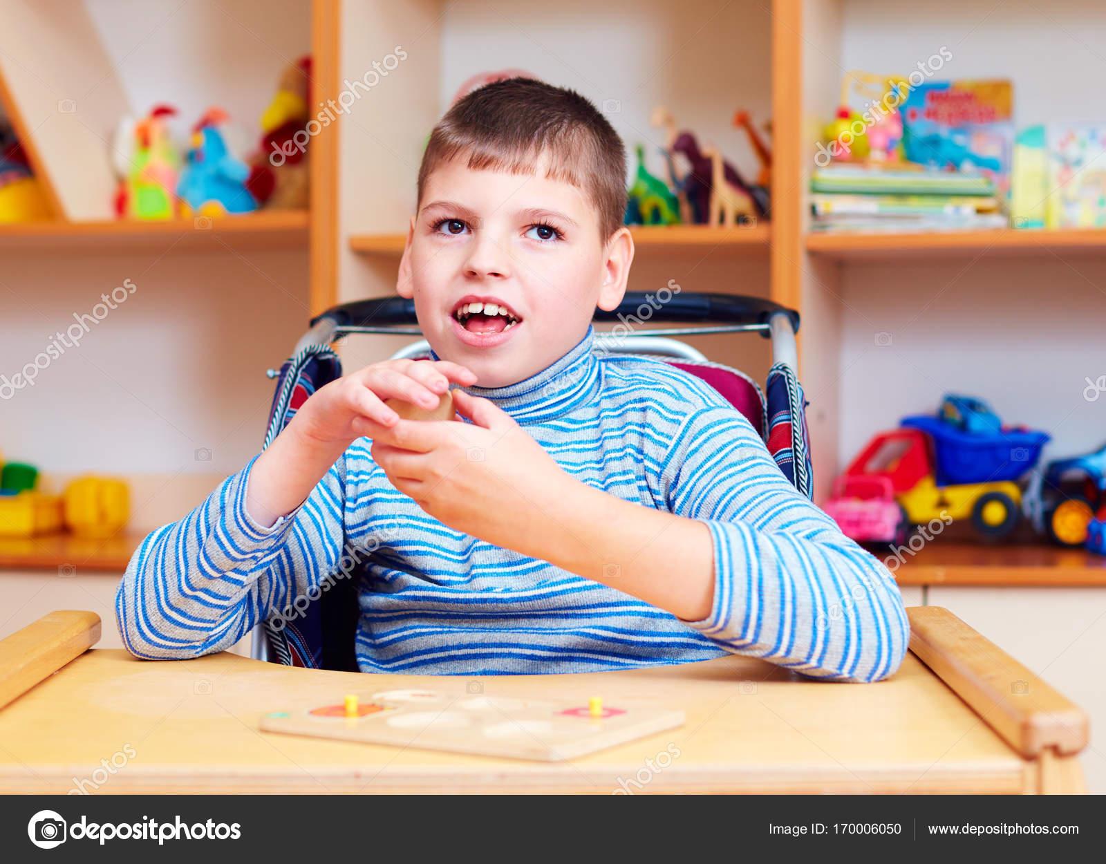 Imágenes Niños Discapacitados En La Escuela Para Colorear