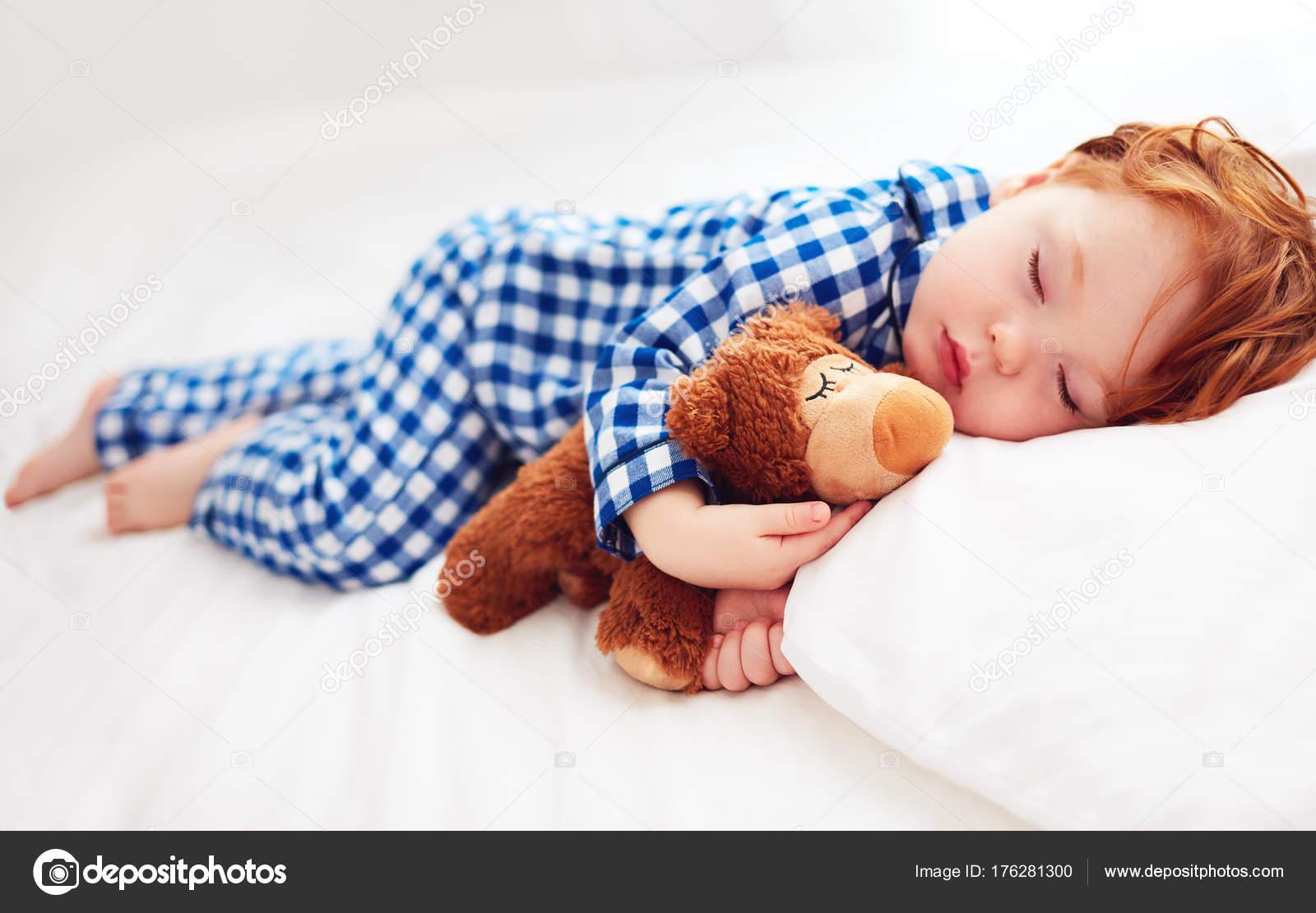 colore veloce comprare bene varietà di design Foto: pigiama di flanella. rosse adorabile bambino bambino ...