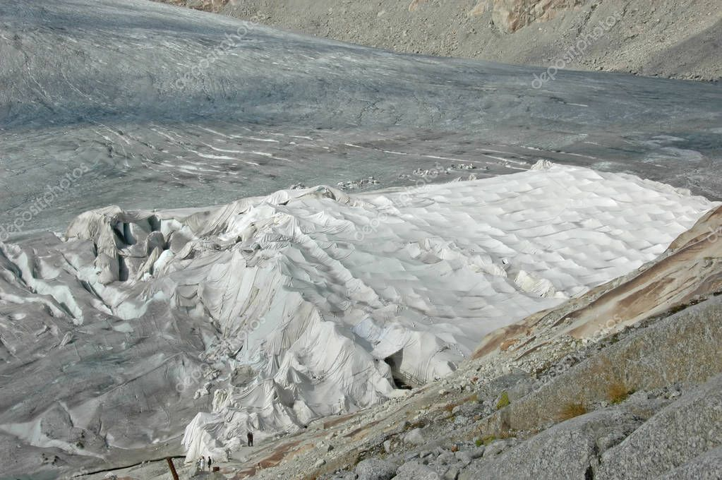 Protection on a glacier, with a white cloth