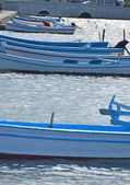 Fotografia barche da pesca blu