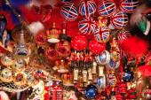 Britische Weihnachtskugeln zum Verkauf auf dem Weihnachtsmarkt