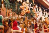 Weihnachtsdekoration am Stand des Weihnachtsmarktes in Berlin