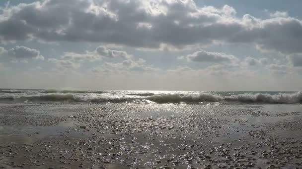 surf vlny moře hit kamenný molo