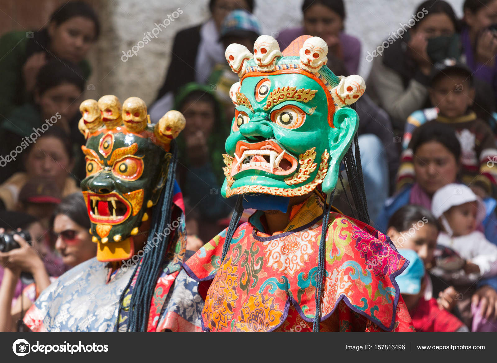 adf635cd7 Monk performs a religious mask dance of Tibetan Buddhism — Stock Photo