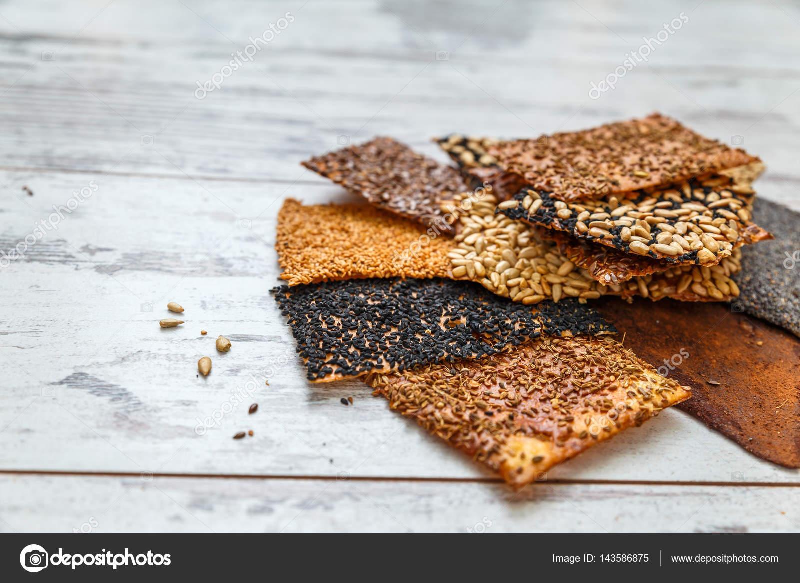 dünne gesundes Saatgut Cracker — Stockfoto © irinaorel #143586875