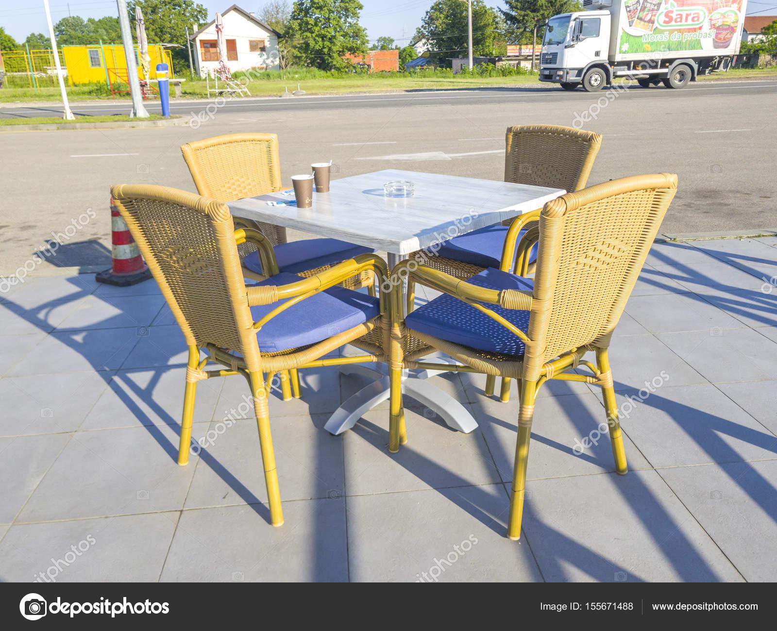 Mostar Bosnie Mai 2017 Chaise Rotin Table Restaurant Plein Air Photo