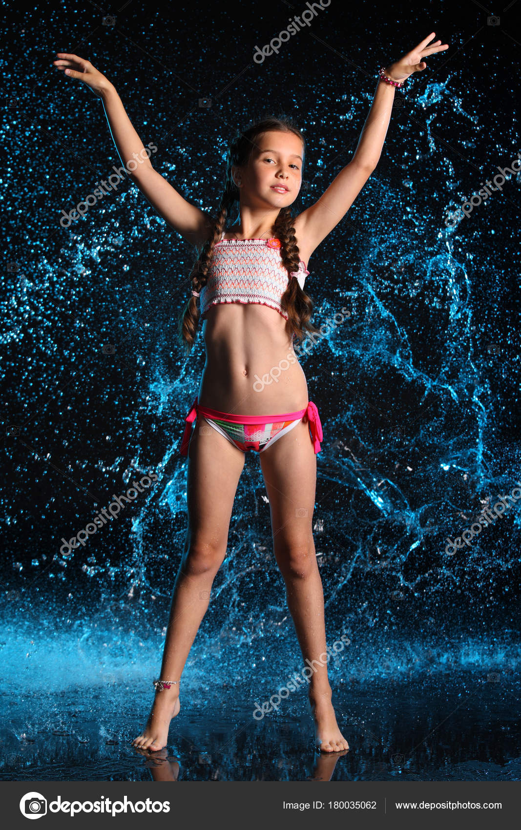 Teen κορίτσια χορεύουν γυμνό