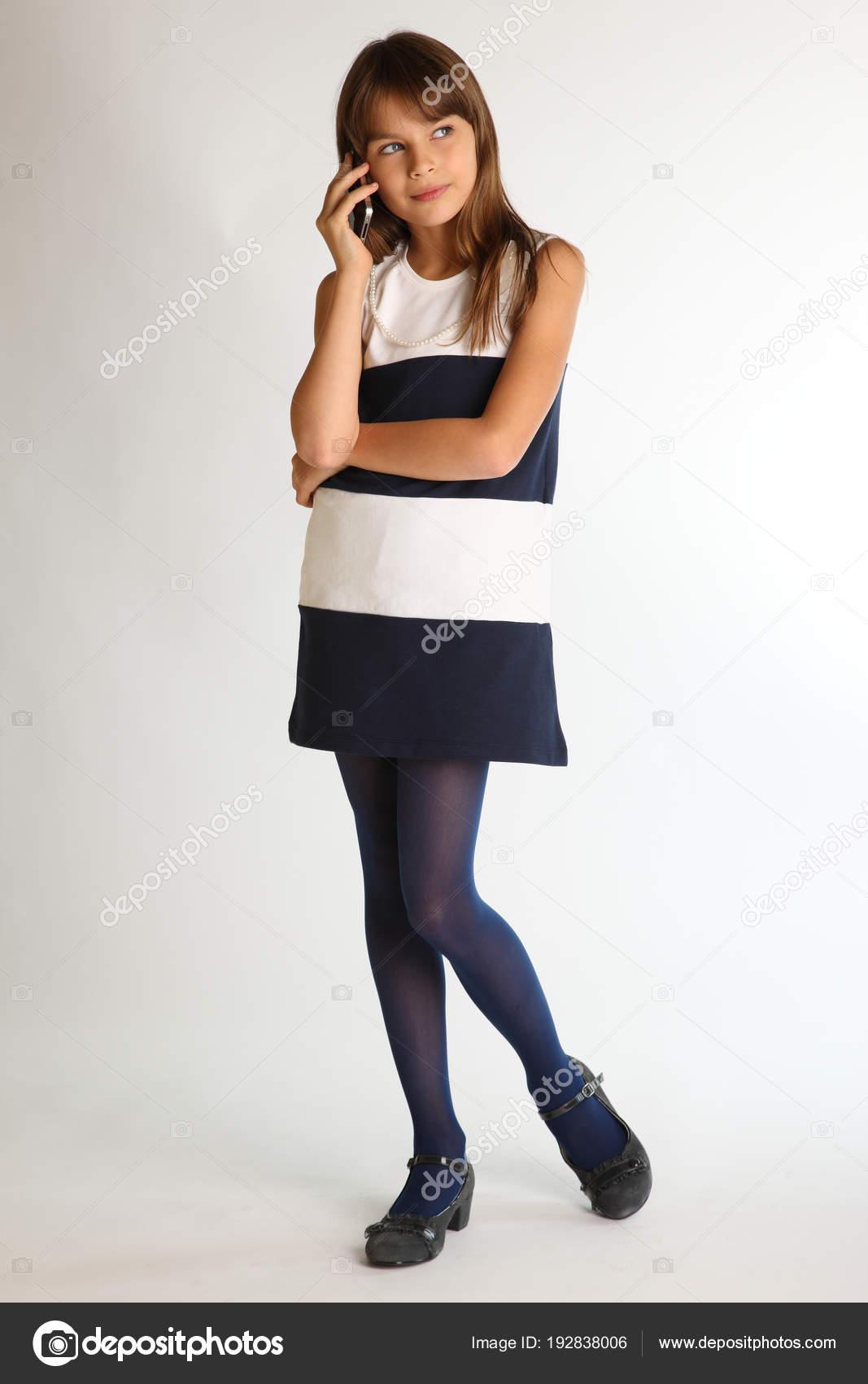 Телка довилялась в платье