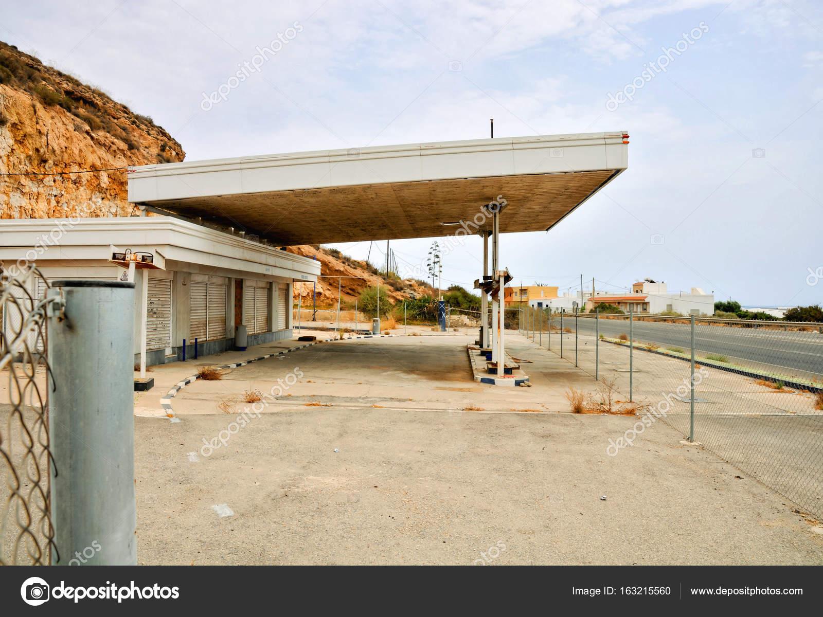 Abandoned Gas Station Along The Route 66 Stock Photo C Underworld1 163215560