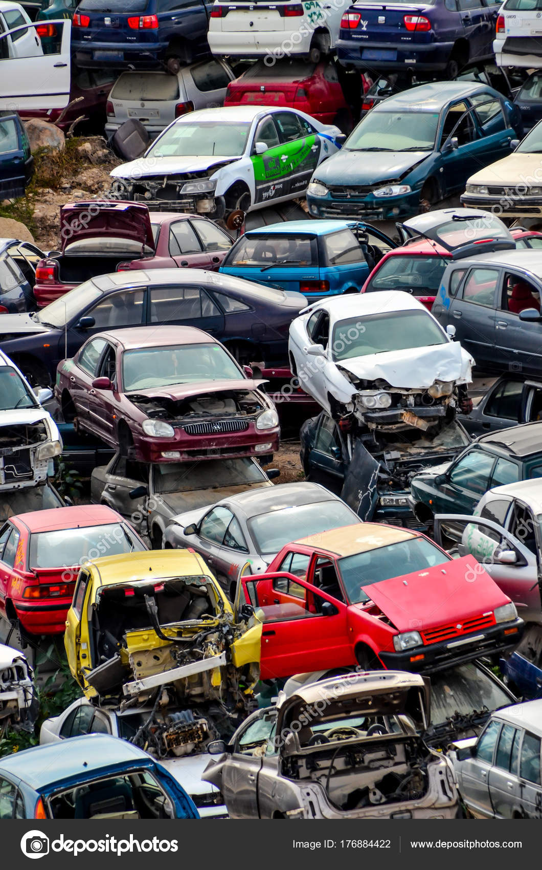 Old Junk Cars On Junkyard – Stock Editorial Photo © underworld1 ...