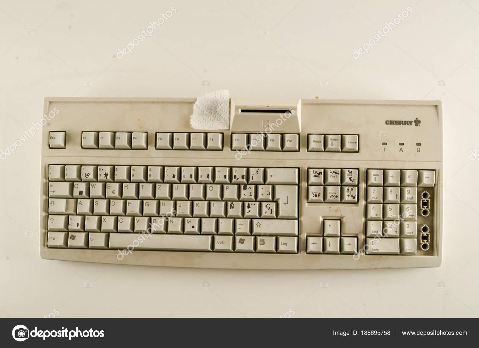 Close,up of vintage pc computer keyboard \u2014 Stock Photo