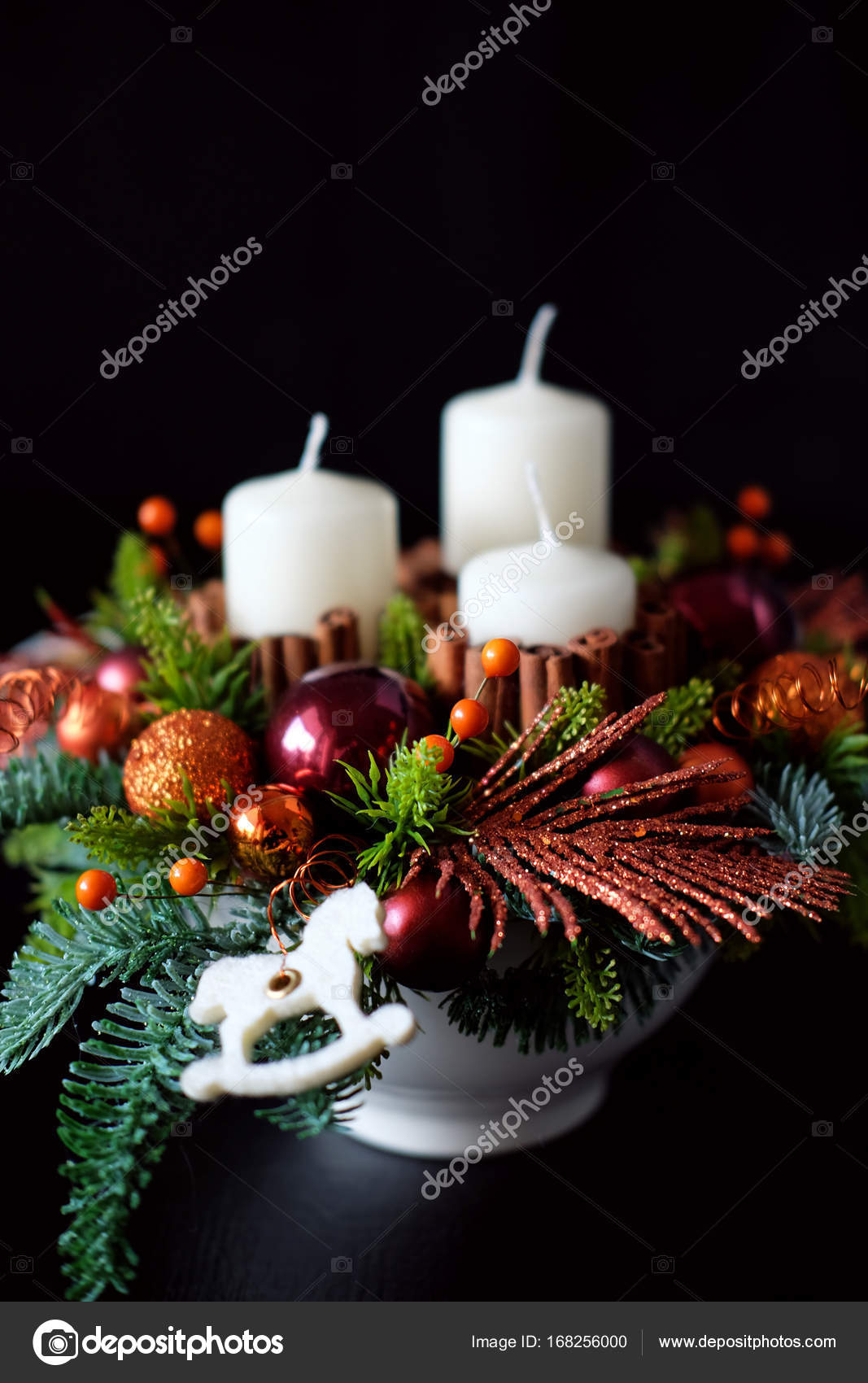 Winter Tabelle Herzstück Kranz Mit Kerzen, Silvester Spielzeug Und U2014  Stockfoto