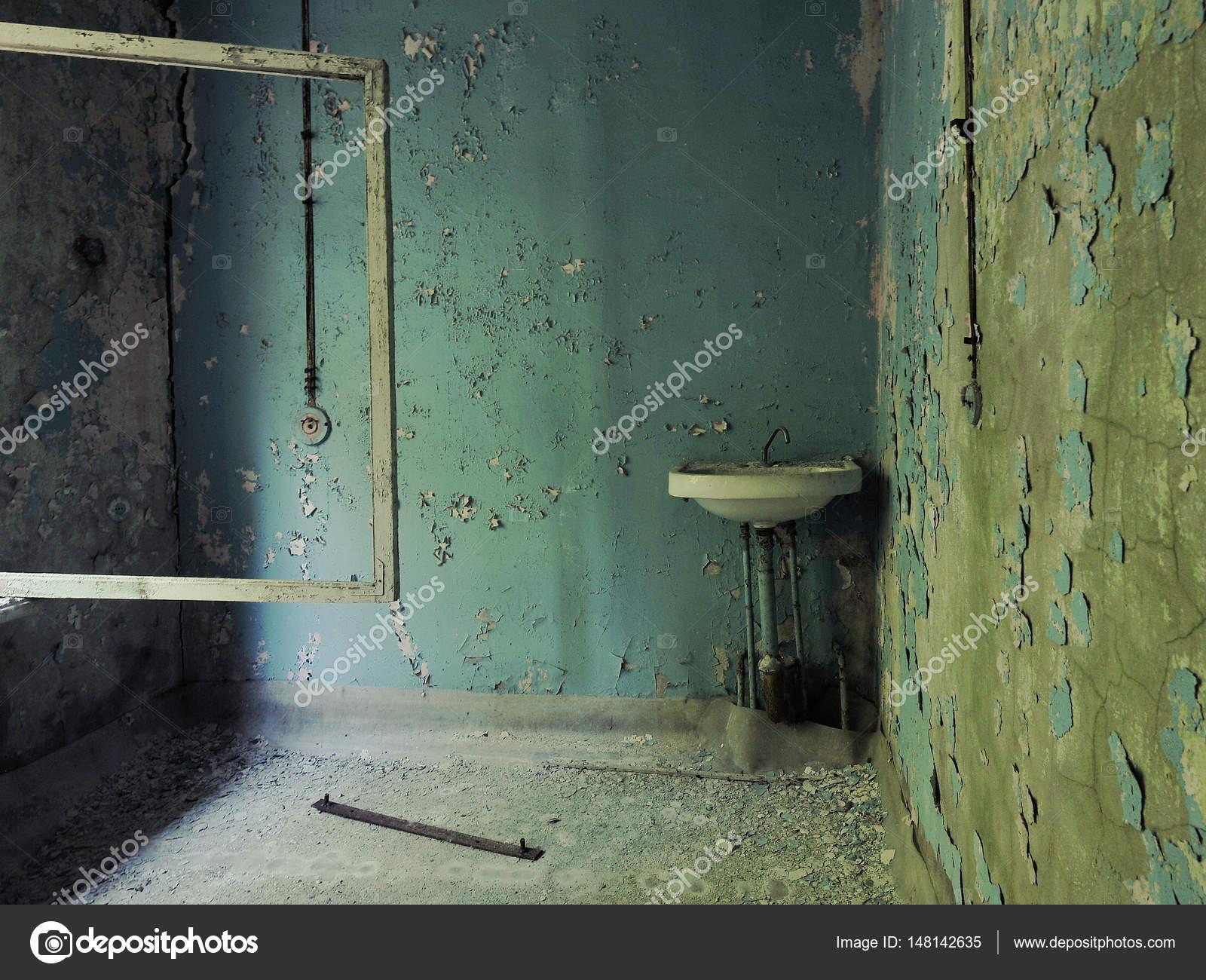 Un Lavabo Vintage Dans Le Couloir De Lécole à Pripyat Murs Bleus