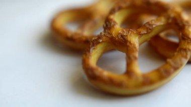salt pretzels rotating