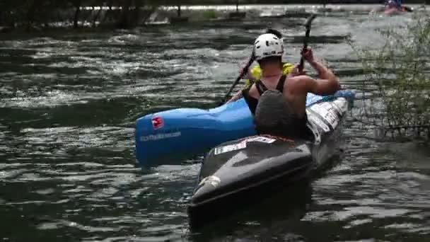 kayaking prepare for race
