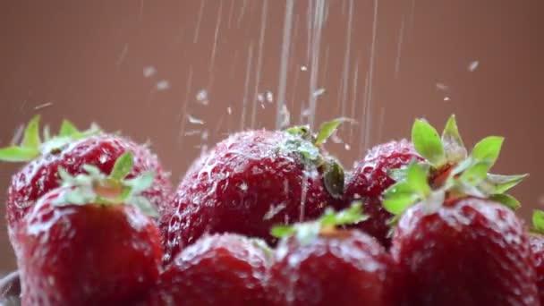 Closeup cukru vytékala jahody