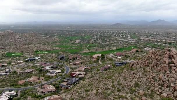 Légi kilátás felett golfpálya és luxus villák, Scottsdale