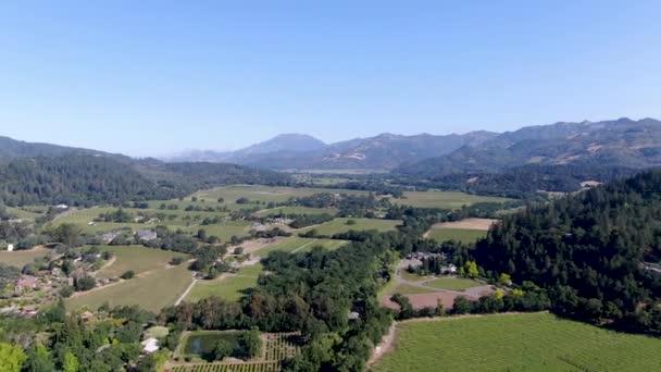 Letecký pohled na krajinu vinic Napa Valley