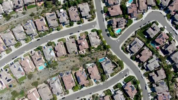 Luftaufnahme des oberen Mittelschicht-Viertels um den Double Peak Park in San Marcos