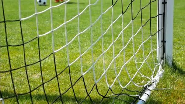 Labdarúgás foci labda cél hálóba lassú mozgás
