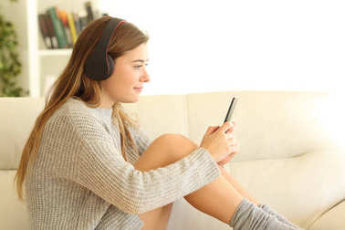 Profile of a teen listening to music at home